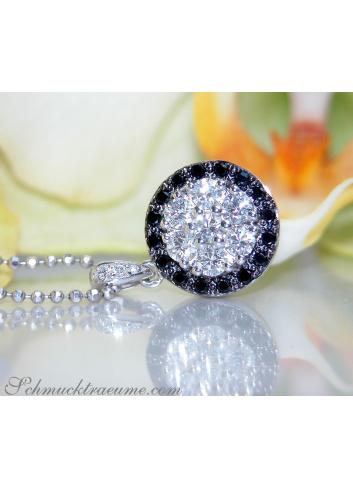 Anhänger mit schwarzen & weißen Diamanten in Weißgold 585