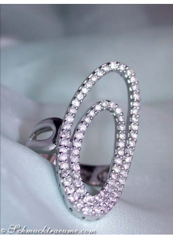 Attractive diamonds ring with the elliptical design