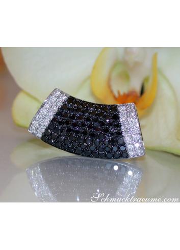 Anhänger mit schwarzen Diamanten in Weißgold