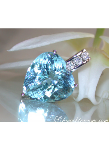 Impressive Aquamarine Heart Pendant with Diamonds