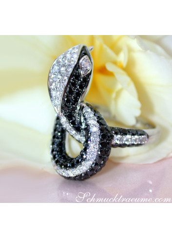 Extravagant Snake Ring with Black Diamonds