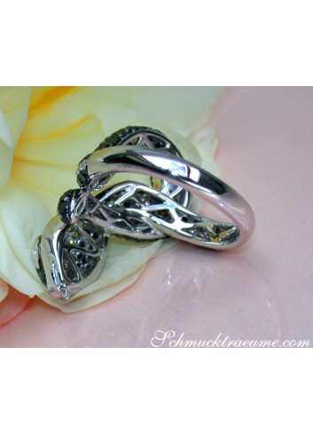 Extravagant Snake Ring with Black Diamonds