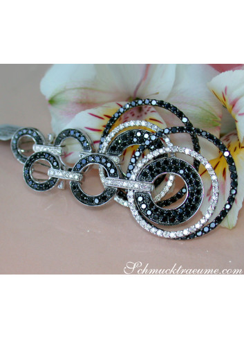 Impressive Circle Earrings with Black Diamonds