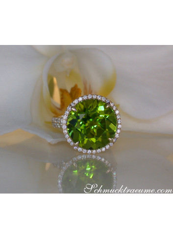 Fantastic Peridot Ring with Diamonds