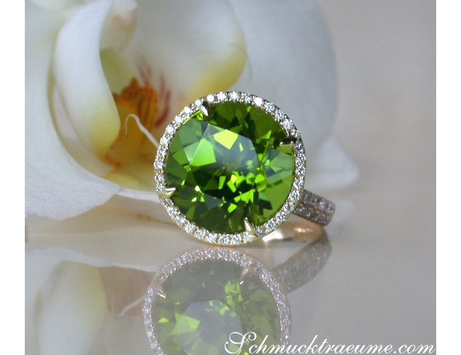 Peridot Ring mit Brillanten in Gelbgold 585