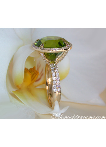 Fantastic Peridot Ring with Diamonds