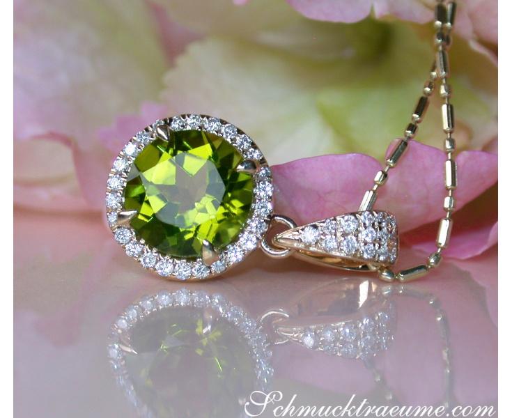 Delicate Peridot Pendant with Diamonds