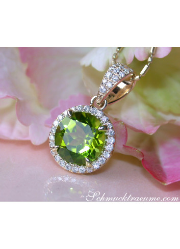 Delicate Peridot Pendant with Diamonds