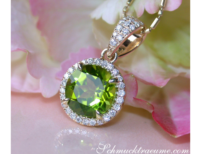 Peridot Anhänger mit Diamanten
