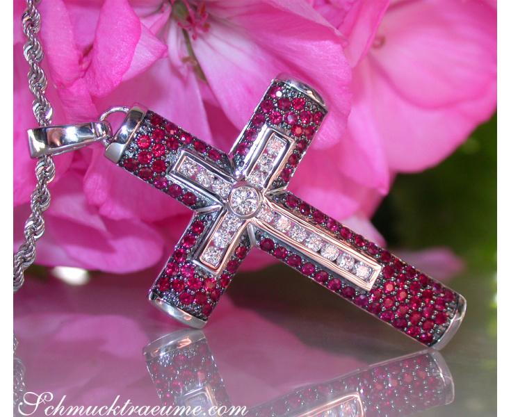 Kreuz Anhänger mit Rubinen