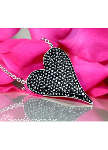 Extravagant Black Diamond Heart Necklace