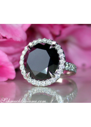 Spectacular Black Diamond Solitaire Ring (14,58 ct.)