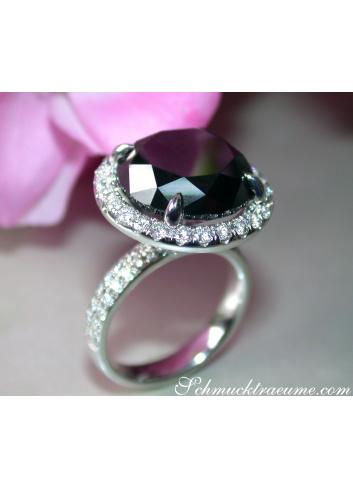 Schwarzer Diamant Solitär Ring mit Brillanten