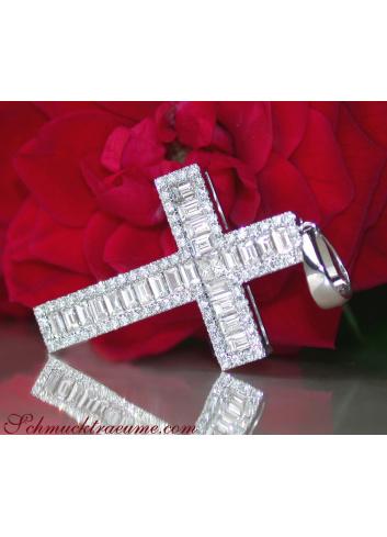 Kreuz Anhänger mit Baguette Diamanten