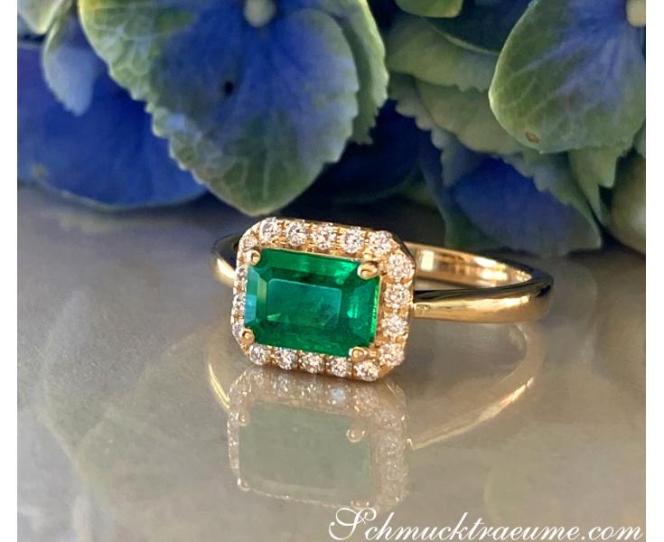 "Bildschöner Smaragd Ring mit Brillanten ""Horizontal"""