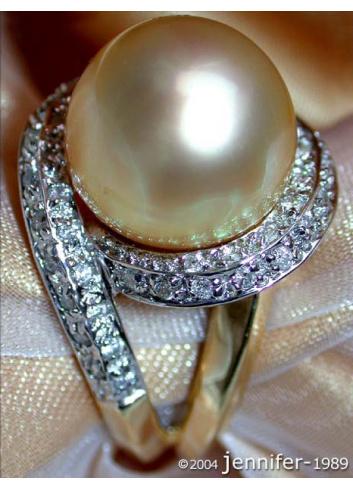 Goldene Südseeperle Ring mit Brillanten