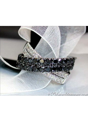Pretty Black & White Diamond Ring