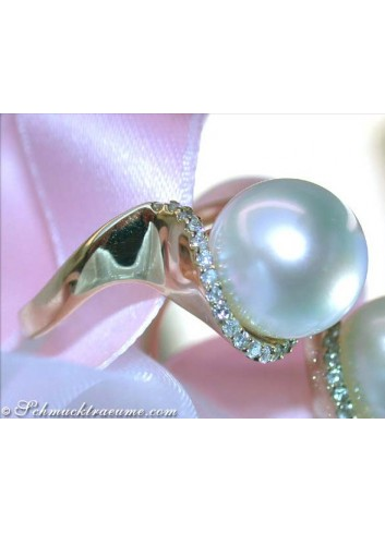 Precious Southsea Pearl Ring with Diamonds in Yellow Gold
