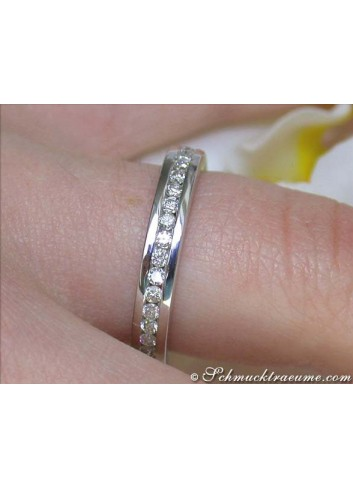 Pretty Diamond Eternity Ring in White gold 18k