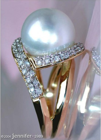 Handsome South Seapearl Diamond Ring