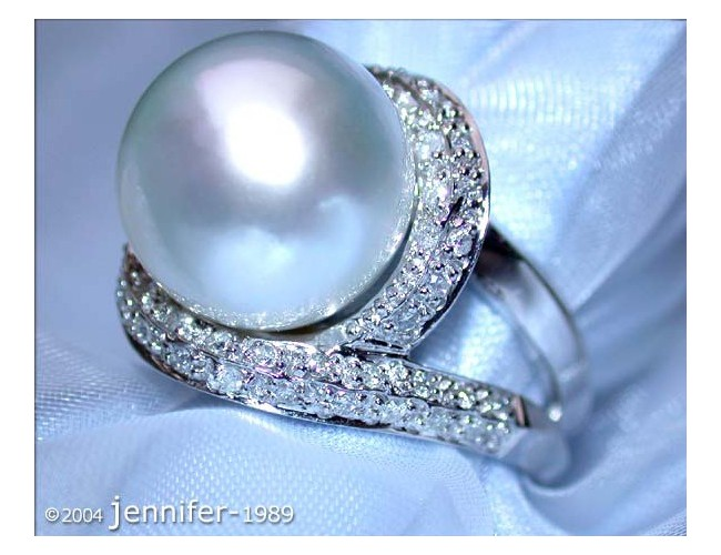 Attractive South Sea Pearl Diamond Ring