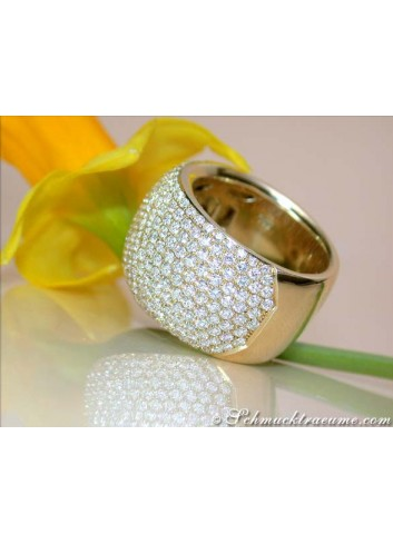 Stately Diamond Ring in Yellow gold 18k
