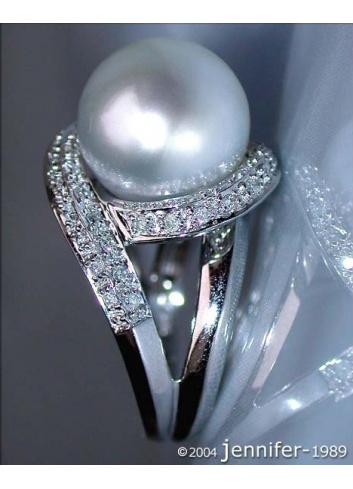 Attractive South Sea Pearl Diamond Ring