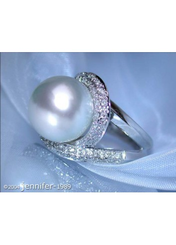 Attractive Southsea Pearl Diamond Ring in White gold