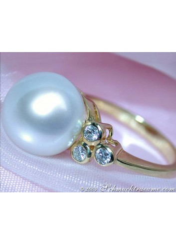 Timeless South Sea Pearl Ring with Diamonds