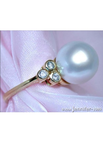Timeless South Sea Pearl Ring with Diamonds in Yellow gold 14k
