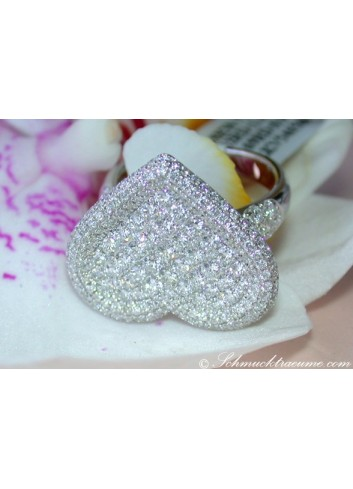 Opulent Diamond Heart Ring (2,36 ct.)