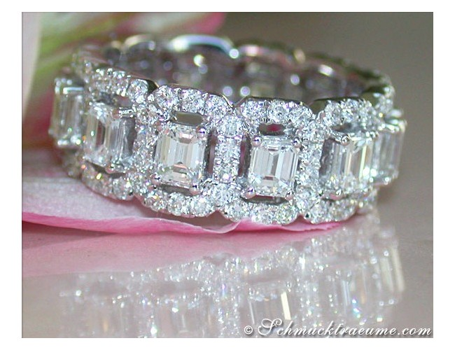 Magnificent Diamond Eternity Ring (Emerald & Brilliant Cut)