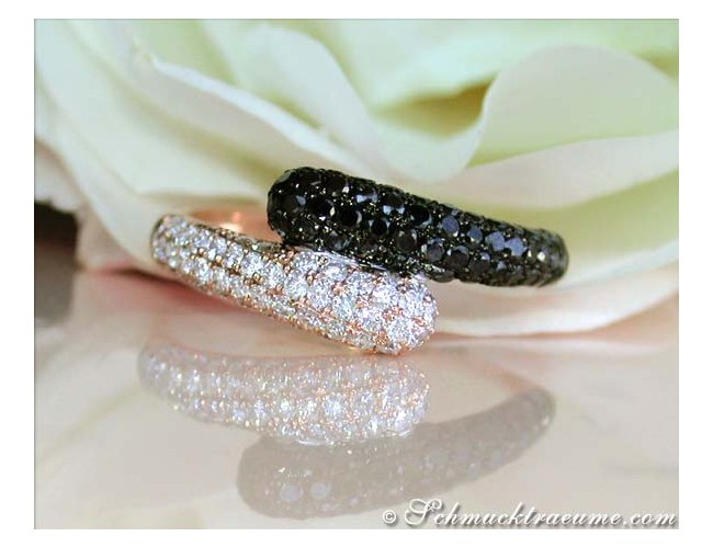 Enchanting Black & White Diamond Ring in Rose gold 14k