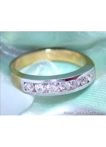 Feinster Diamanten Band Ring in Bicolor Fertigung