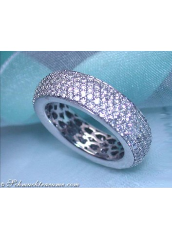 Attractive Diamond Eternity Ring in White gold 18k