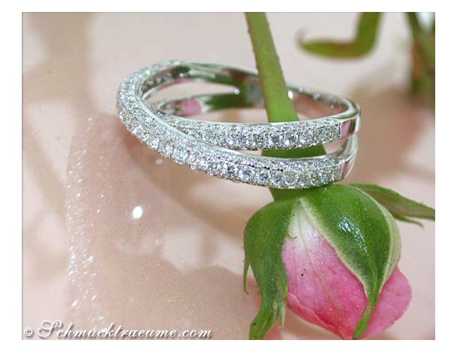 Beautiful Crossover Diamond Ring