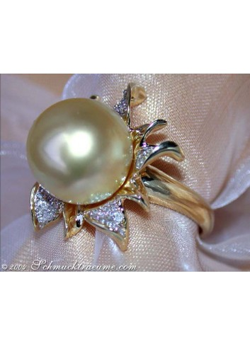Pretty Golden Southsea Pearl Diamond Ring (Blossom Design)