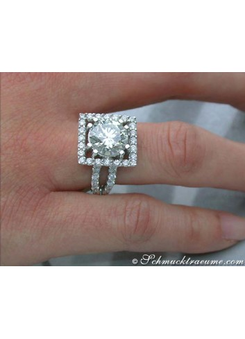 Diamantring am Finger