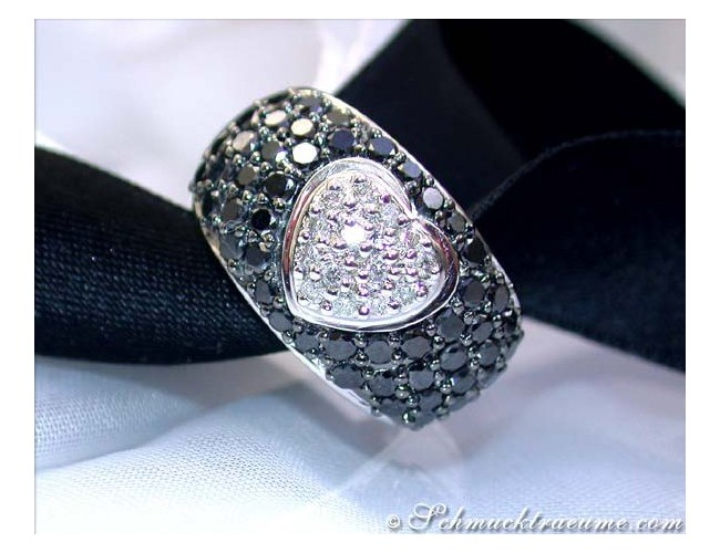 Attractive Black & White Diamond Heart Ring