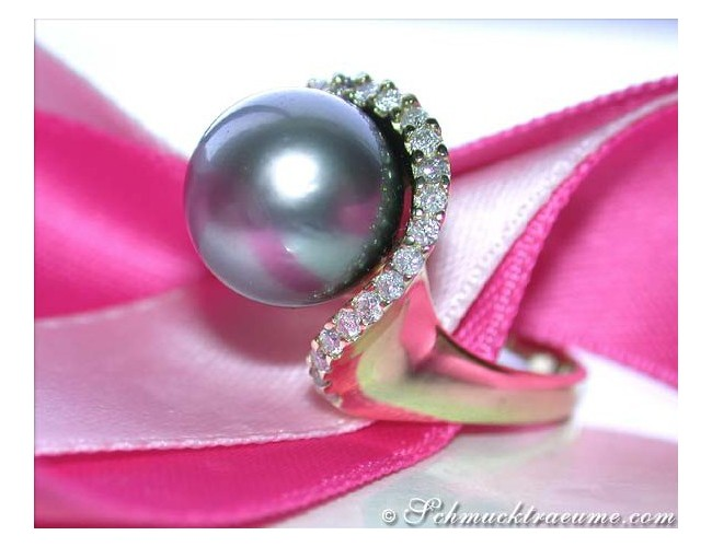 Precious Tahitian Pearl Ring with Diamond Collar in Yellow Gold