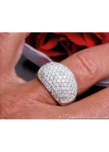 Diamant Ring am Finger