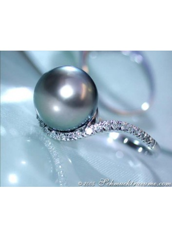 Precious Tahitian Pearl Ring with Diamonds