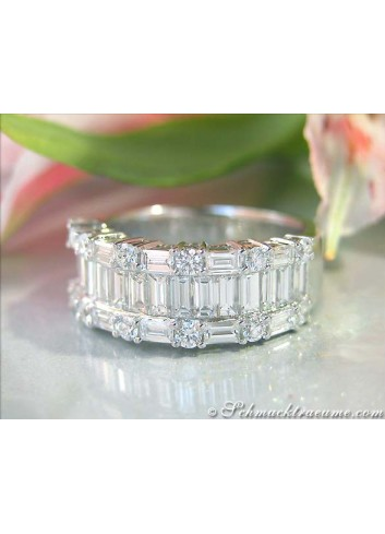 Excellent Diamond Ring (Brilliant & Baguette Cut)