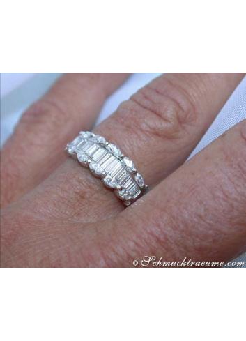 Diamant Ring am Finger