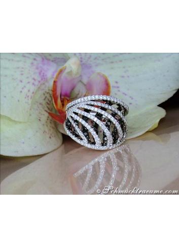 Interesting black and white diamond ring in white gold 18k