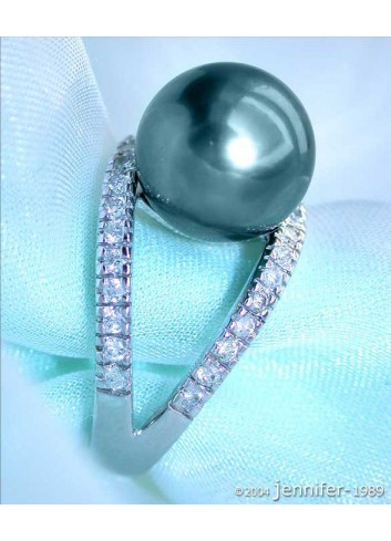 Attractive Tahitian Pearl Diamond Ring