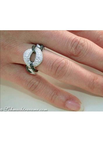 Ring mit schwarzen und weißen DIamanten