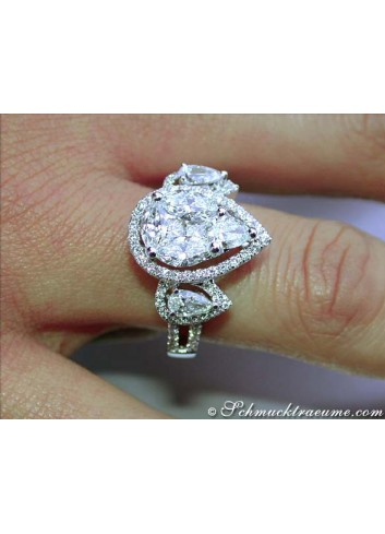 Diamant Tropfen Ring am Finger