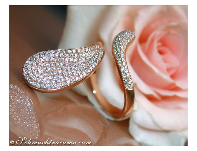 Curved Diamond Ring in Rose Gold 18k