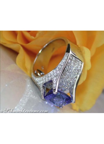 Splendid Tanzanite Ring with Diamonds